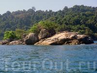 какой-то из островов недалеко от границы с Камбоджей