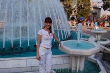 площадь с фонтаном перед входом на кладбище