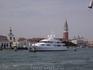 Вот такую частную яхту можно увидеть в Венеции