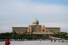Новый административный город рядом с Куала-Лумпуром.