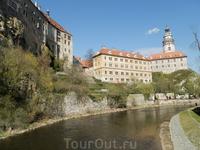 Вид на замковые постройки с моста через Влтаву