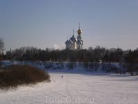 Вид на Вологодский кремль с набережной