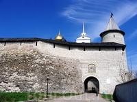 Стена псковского кремля.