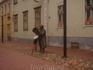 """Это памятник издателю первой пярнусской газеты """"Пярнусский почтальон"""", который (видимо, по совместительству) был отцом известной эстонской поэтессы Лидии ..."""