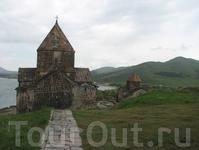 Полуостров Севан, действующий монастырь Севанаванк IX в. Раньше, до обмельчания озера полуостров был островом, отделённым от материка 3-х километровым ...