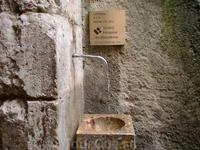 Здесь можно набрать святой воды. Монастырь на горе Монсеррат