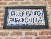 Через дорогу от конвента находится еще одна местная достопримечательность, еще один дворец Palacio de Cotilla, в котором сейчас размещается художественная ...