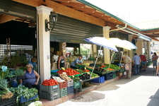 Овощи и фрукты на рынке в Керкире