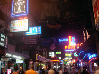 Walking street – самое шумное и многолюдное место Паттайи. На этой улице расположено основное количество ночных заведений, ресторанов и клубов. Даже глубоко ночью на этой улице полно народу.