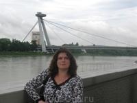 Новый мост пересекает Дунай в Братиславе. Башня входит во всемирную федерацию высотных башен и занимает там 26 место. Наверху ресторан в виде летающей ...