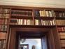 Библиотека замка - до сих пор пополняется. Нынешний владелец любит читать.