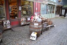 онфлер Нормандия знаменита своими яблоневыми садами. От этого большинство напитков делают именно на основе яблок, а самыми популярными алкогольными являются ...