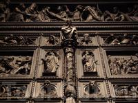 фрагмент Больших Западных дверей Иссаакиевского собора (площадь 42 кв.м, вес более 20 т, дуб, бронза, литьё. 1848-1845 скульптор И.Витали)