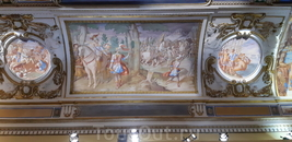Также волшебным образом от пожара не пострадали прекрасные фрески. Росписи потолков делали итальянские художники в конце XVI века по прикажу все того же ...