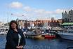 На фоне ганзейских домиков на набережной Бергена