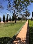 Бахайские сады - саентологи со всего мира сюда съезжаются.