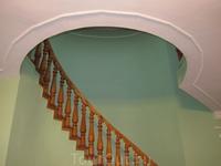 Винтовая лестница в биллиардную. Световой колодец.