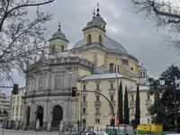 Real Basílica de San Francisco el Grande была построена в 1761–1784 годах. Архитектор Francisco Cabezas, строительство начиналось под управлением Antonio Pló и завершалось под управлением Francesco Sa
