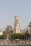 Сен-Жермен-л'Оксерруа - приходская церковь Лувра во времена королевского двора. Колокол именно этой церкви в 1572г. возвестил о начале Варфоломеевской ...