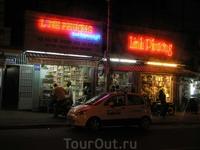 Магазины ночью.