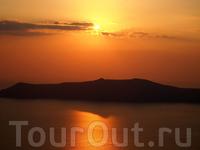 Отражение острова при закате