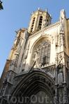 Фасад собора Сен-Совёр