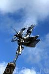 Долго думали, что символизирует этот памятник, но местные жители подсказали, что это...креветка. Логично. Их в Ставангере предостаточно в любом виде.