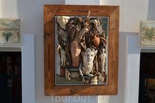 Панно из дерева в одном из художественных салонов Ии.