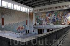 в ратуше Осло огромные настенные росписи были сделаны несколькими известными норвежскими художниками начала XX века
