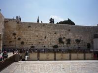 Стена Плача - основная святыня для иудеев.