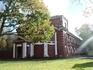 За собором уютный дворик и старинные здания, хоть и закрытые