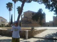 перед церковью