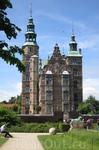 Один из замков Копенгагена Розенборг. В настоящее время в нем находится музей и сокровищница драгоценностей датской короны.