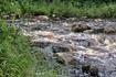 обрушившись со скалы водопад растворяется в речке