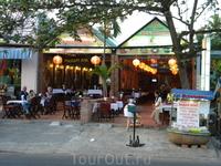 Рестораны напротив отеля