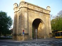 Страринные ворота (Porte Serpenoise)