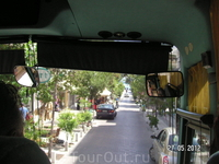 Снимок из автобуса. По улицам города