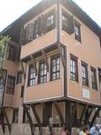 В этом доме жил известный поэт (или писатель, не помню точно).