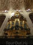 Орган собора. В соборе два органа 18-го века, оба в рабочем состоянии и их можно послушать во время мессы.