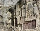 Знаменитая стена Хачкаров (Крест-камней) на территории монастыря Гегард. Излюбленное место фотографий на память:)