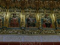 Под каждой фигурой короля - сказание о его славных деяниях.