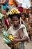 местные жители без труда переносят грузы на своей прическе