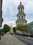 Примерно в 1720 году  строится Великая  Лаврская Колокольня высотой 96.5 метров, которая вплоть до середины 20 века была самым высоким строением в Киеве ...