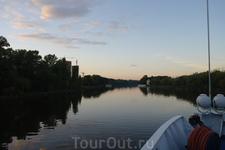 Спокойные воды Москва реки.