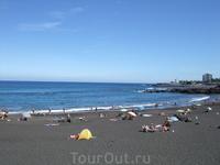 Пуэрто де ля Крус. Плайа Хардин - пляж с черным песком вулканического происхождения.