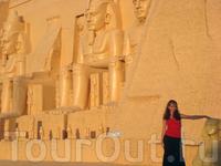 Где ещё можно положить руку на голову египетскому сфинксу?