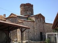 Церковь Св. Иоанна Крестителя (X век).  Когда мы там были - видели как аист залетал в цилиндрический купол церкви. Вероятно там находится его гнездо :)).