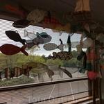 Это рыбки, изготовленные детьми на уроках природоведения в музее