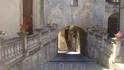 Улицы Каулонии. Арка под главной колокольней города.