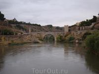 Толедо. Вид на мост Алькантара &quotОн опоясан стеной и рекой, Величие и доблесть являя собой.&quot ...Так писал о Толедо Лопе де Вега...